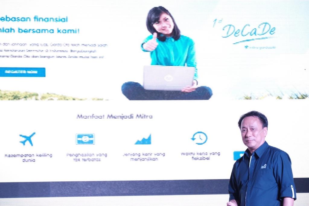 Santosa, CEO Asuransi Astra, saat melakukan peluncuran website gomitra.com (1)